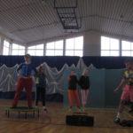 Banda Zbigniewa tańczy.