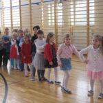 Tańczące dzieci.