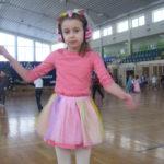 Tańcząca dziewczynka.