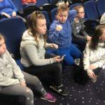 Uczniowie słuchają prelekcji.