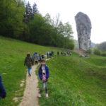 Uczniowie na ścieżce do Maczugi Herkulesa.