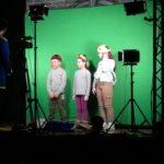 Uczniowie w roli aktorów.