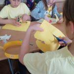 Wykonanie żółtych motylków.